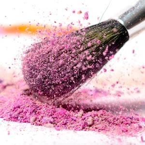 Qualitätskontrolle für kosmetische Basismaterialien, wie Perlglanzpigmente, organische und anorganische Farbstoffe